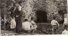 Dinamita contra el barranco de la Zorra | Ideal Granada, Light And Shadow, Painting, War, Vintage Postcards, Antique Photos, Pig Farming, Stone Houses, Lawyer