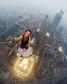 Essa garota russa faz os 'selfies' mais perigosos do planeta