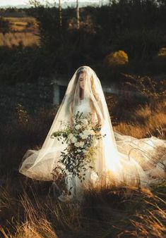 44 Trendy wedding veils with tiara art deco Wedding Fair, Trendy Wedding, Dream Wedding, Wedding Vintage, Blue Wedding, Luxury Wedding, Wedding Veils, Wedding Poses, Wedding Ideas