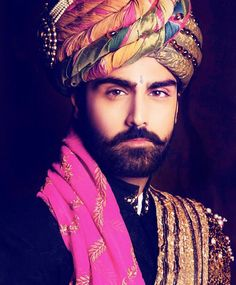 Donning a turban adds glamour to the groom's versatile look ! How many LIKES for this ethnic turban? Indian Men Fashion, India Fashion, Mens Fashion, Groom Fashion, Arab Fashion, Style Fashion, Turbans, Indian Groom Dress, Moda Indiana