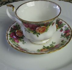Vintage Royal Albert Old Country Roses Tea by RareEarthProducts.