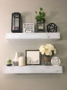 Stylish 36 Stunning Diy Floating Shelves Design Ideas For Living Room Interior. Wooden Floating Shelves, Rustic Floating Shelves, Regal Bad, Living Room Decor, Bedroom Decor, Bathroom Shelf Decor, Bathroom Storage, Bathroom Ideas, Wall Shelf Decor