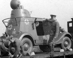 BA-20 capturado es transportado por una unidad del las Waffen SS