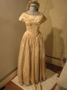 This dress was worn by Patty Reed, a survivor of the Donner Party Donner Party, Wild West Party, Cell Model, California History, Interesting History, Early American, Fashion Wear, Sacramento, Social Studies