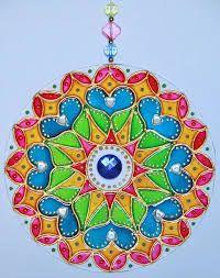 Resultado de imagen para mandalas vitrales en cd Dot Art Painting, Fabric Painting, Mandala Art, Cd Recycle, Recycled Cds, Cd Crafts, Cd Art, Bottle Art, Pebble Art