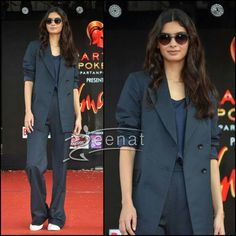 Suit Up: #DianaPenty In Rishta By #ArjunSaluja at #Umang Fest 2016. Makeup and hair by #KiritiGill.