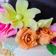 Bright sugar flowers Flower Close Up, Graduation Cake, Occasion Cakes, Sugar Flowers, How To Make Cake, Cake Designs, Special Occasion, Bright, Rose