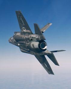 Lockheed Martin in flight Military Jets, Military Weapons, Military Aircraft, Air Fighter, Fighter Jets, F22 Raptor, Fighter Aircraft, Aircraft Parts, Jets