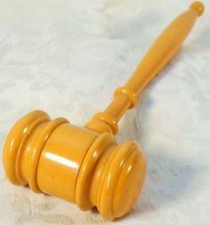 Vintage Mid Century Butterscotch Bakelite Judges Gavel Mallet Auctioneer Meeting
