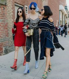 "1,948 次赞、 10 条评论 - Seoul , 가로수길 (@jaylim1) 在 Instagram 发布:""NYFW Street Fashion Style My favorite @yoyokulala @ireneisgood @songofstyle 요요 아이린 아미송 . . #写真…"""