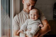 Du bist mein Zuhause, immer und überall. Du kannst mich verstehen, obwohl ich noch nicht gut sprechen kann, immer und überall. Du bist mein Held und so stark wie ein Löwe, denn du beschützt mich, immer und überall. Du bist meine Ruhe, denn du tröstest mich, wenn es mir nicht gut geht, immer und überall. Du bist nicht nur du, denn du bist ein Teil von mir... für immer. Ich bin dein Sohn und so stolz, dass du mein Papa bist. Ich bin dankbar dafür, jeden Tag von dir geliebt zu werden. Ich liebe… Stark, Held, Baby, Instagram, Grateful Heart, My Son, Proud Of You, Ad Home, Baby Humor