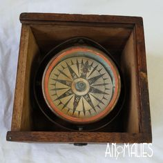 Amazing Nautical Ships Compass Unsure of age, but definitely very old. Could be anywhere from late century through to the Kiwiana, Conversation Starters, Compass, 1940s, 19th Century, Nautical, Have Fun, Ships, Brass