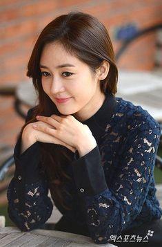 "Sung Yu-ri (ì""±ìœ 리) - Picture Gallery Korean Star, Asian Models, Beautiful Asian Women, Asian Woman, Yuri, Asian Beauty, Photo Galleries, Singing, Actresses"