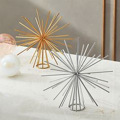 Iron wire star tops the tree with a burst of energy and beauty. Graphic and modern, shiny silver tree topper is a perfect finishing touch for any Christmas tree. Gold Star Tree Topper, Diy Christmas Tree Topper, Diy Tree Topper, Indoor Christmas Decorations, Christmas Ideas, Christmas Porch, Xmas Tree, Christmas Projects, Christmas Ornament