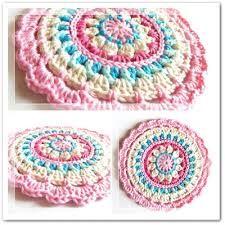 crochet mandala dishcloth 20 Unique and Beautiful Free Crochet Dishcloth Patterns - dishcloths? these are far too pretty to use as dishcloths! Crochet Diy, Beau Crochet, Crochet Mignon, Crochet Mandala Pattern, Crochet Motifs, Crochet Circles, Crochet Potholders, Crochet Squares, Love Crochet