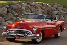 One of the short list of 50's cars I actually like.  1953 Buick Skylark.