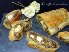 Brazo de gitano de hojaldre de cebolla frita, boletus y gambones con paté de aceituna verde