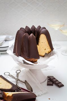 Marzipan Schokoladen Gugelhupf - KüchenDeern As far as I know, Sharing is CaringMarzipan is an ingre Eggless Cookie Recipes, Cookie Recipes For Kids, Italian Cookie Recipes, Italian Desserts, Party Desserts, Mini Desserts, Christmas Desserts, Cupcakes, Christmas Breakfast