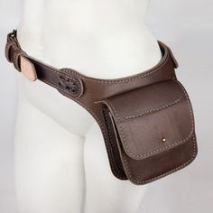 The Boneca Hip bag is a western style leather bag designed for folks who never want to be separated from their stuff. Leather Fanny Pack, Leather Pouch, Leather Purses, Leather Bag Design, Buy Bags Online, Tan Belt, Hip Bag, Best Bags, Leather Projects