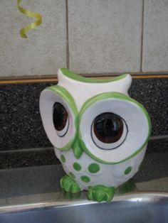 My owl kitchen scrubber holder. Owl Kitchen, Chef Kitchen Decor, Kitchen Decor Themes, Kitchen Sink, Kitchen Ideas, Mustard Yellow Walls, Wheel Thrown Pottery, Sponge Holder, Ceramic Owl
