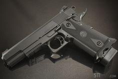 The STI Marauder « STI INTERNATIONAL.  1st pistol, optimized for 3 gun competitions.  9mm caliber