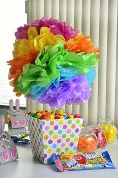 How to make a centerpiece for a birthday My Little Pony Cumpleaños, Fiesta Little Pony, My Little Pony Birthday, Trolls Birthday Party, Troll Party, Birthday Party Decorations, Birthday Parties, Rainbow Birthday, Fiesta Party
