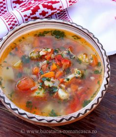 Ciorba de pui Romanian Food, Romanian Recipes, Real Food Recipes, Soup Recipes, My Favorite Food, Favorite Recipes, European Kitchens, Arabic Food, Meals For One