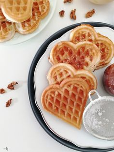 Przepis na chrupiące gofry serduszka - 321 start DIY Grilling, Good Food, Dishes, Breakfast, Recipes, Diy, Drinks, Kitchen, Waffles