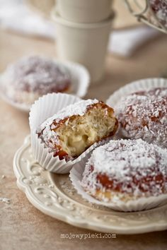 Doughnuts coconut pudding - Page has recipe and translation button