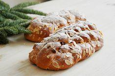 Vánočka z kvásku zatím neumím, vystačím si s tou klasickou z droždí. Yeast Bread, Bread Baking, Christmas Sweets, Russian Recipes, Pavlova, Graham Crackers, Sushi, Treats, Vegetables