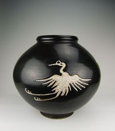 colchina:mingsonjia: virtual-artifacts:  Yuan Dynasty Cizhou Ware Black Glaze Incised White Coloring Phoenix Pattern Porcelain Pot  That's a crane though  Yep, it's a crane. Beautiful.