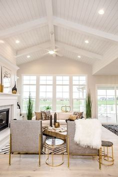 White shiplap ceiling - May 18 2019 at House Design, Home Ceiling, Vaulted Ceiling Living Room, Farm House Living Room, House, Home, House Interior, Living Room Ceiling, Living Room Lighting