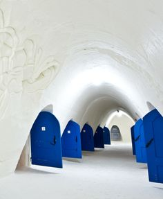 As the temperatures drop and the snow begins to fall each Winter in Finland, an amazing thing happens. A team of snow builders, architects, designers and artists gather in the small town of Kemi to begin work on SnowCastle, a fully functioning tourist destination, hotel and restaurant, made entirely of ice.