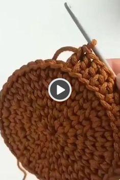 More eautiful model in a hat Crochet Basket Tutorial, Crochet Bag Tutorials, Crochet Basket Pattern, Knit Basket, Crochet Videos, Crochet Patterns, Crochet Baskets, Basket Weaving, Free Crochet Bag