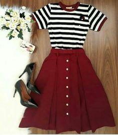 Koreanische mode coreana koreanische mode accessoire coreana koreanische mode smart casual wear for women Mode Outfits, Skirt Outfits, Casual Outfits, Casual Heels, Maroon Skirt Outfit, School Outfits, Paris Outfits, Navy Skirt, Fall Outfits