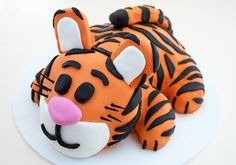 This adorable tiger cake will be the inspiration for my baby's birthday cake!