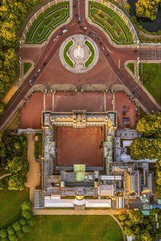 Buckingham Palace, London from the sky by Jeffrey Milstein Photography Palais De Buckingham, Buckingham Palace London, Buckingham House, London Instagram, London Landmarks, Royal Residence, Windsor Castle, London Life, London Photos