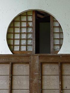Open Window, Old Temple, Japan: photo by Rekishi no Tabi, via Flickr