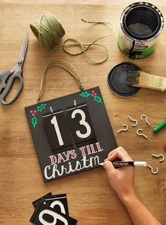 Here's a selection of 10 quick Christmas craft ideas to help kick off the holiday season. They're all super simple and a lot of fun to do.
