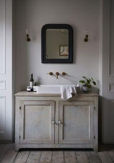 That faucet bathroom кровати, ванная och зеркало Bad Inspiration, Bathroom Inspiration, Interior Inspiration, Ideas Baños, Decor Ideas, Layout Design, Vanity Units, Beautiful Bathrooms, Bathroom Interior Design