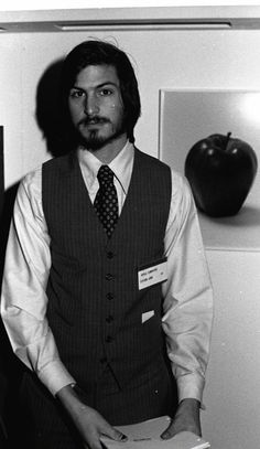 Apple Founder Steve Jobs Passes Away at 56 Steve Jobs Apple, Steve Jobs Photo, Steve Wozniak, Jobs In Art, Apple Inc, Job S, Cultura Pop, Famous Faces, Role Models