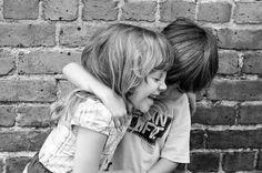 <p></p><p>Quero ser o teu amigo. Nem demais e nem de menos. Nem tão longe e nem tão perto. Na medida mais precisa que eu puder. Mas amar-te sem medida e ficar na tua vida. Da maneira mais discreta que eu souber. Sem tirar-te a liberdade, sem jamais te sufocar. Sem forçar tua vontade. Sem falar, quando for hora de calar. E sem calar, quando for hora de falar. Nem ausente, nem presente por demais. Simplesmente, calmamente, ser-te paz. É bonito ser amigo, mas confesso é tão difícil aprender! E…