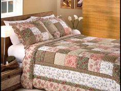 Colcha toda costurada por pedeços de tecidos Medidas: Solteiro, Casal, Queen e King www.MaravilhaDosEnxovais.com.br