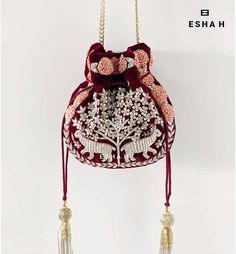 Beautiful Potli Bag Designs to Carry at Wedding Ceremonies Embroidery Purse, Floral Embroidery, Potli Bags, Wedding Planning Websites, Belt Pouch, Beaded Purses, Simple Bags, Powder Pink, Bridal Accessories