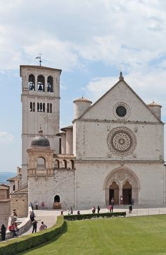 Visit the magnificent Basilica of Saint Francis of Assisi on Day 4 of the Rick Steves Village Italy Tour.