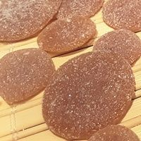 Készítsünk házilag szopogatós cukorkát torokfájás ellen, aminek semmi mellékhatása nincs és garantáltan hat! Egyszerű recept.
