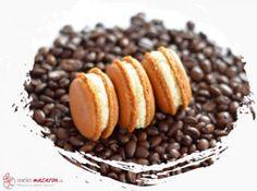 Milchcreme-Ganache - Another! Gourmet Desserts, No Bake Desserts, Peanut Butter Recipes, Dog Food Recipes, Little Man Cakes, Keks Dessert, Chocolate Drip Cake, Macaron Flavors, Spring Cake