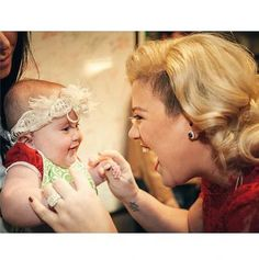 We LOVE the gender-neutral #baby name that Kelly Clarkson and Brandon Blackstock settled on for their little girl.