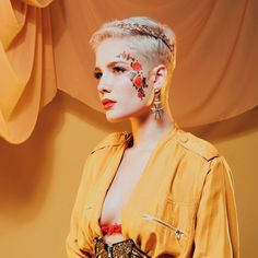 Halsey photographed by Brian Ziff for Hopeless Fountain Kingdom, Halsey Album, Hopeless Fountain Kingdom, Pixie Crop, Pop Albums, Look At You, Role Models, Amazing Women, Cute Hairstyles, Short Hair Styles