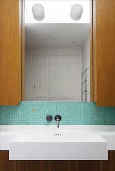 Bathroom Inspiration, Bathroom Lighting, Bathtub, Mirror, Kitchen, Furniture, Home Decor, Acoustic, Bathroom Light Fittings